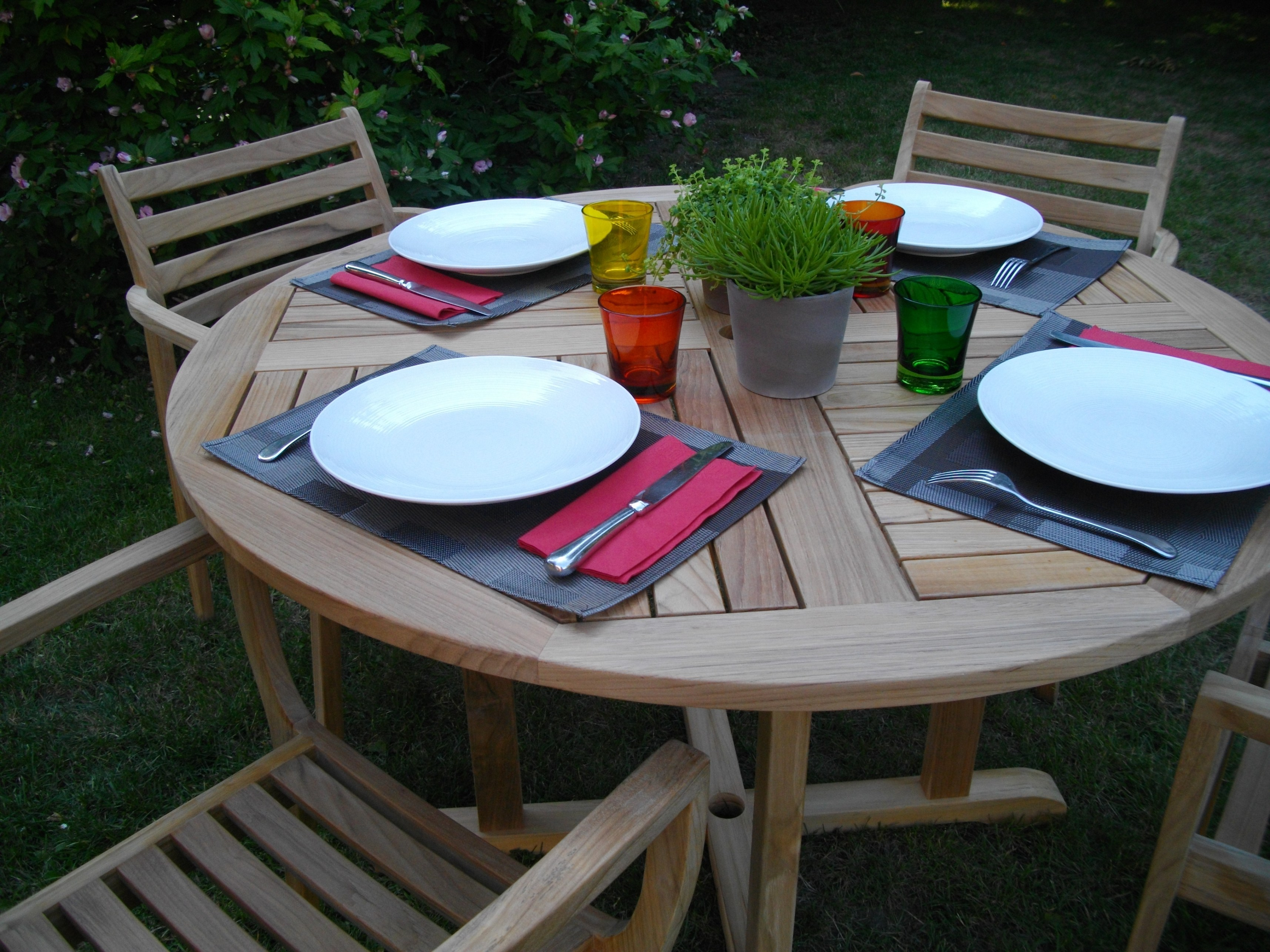 petite table de jardin ronde. Black Bedroom Furniture Sets. Home Design Ideas